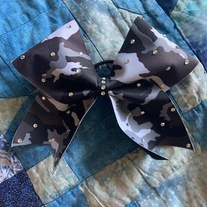 Accessories - Cute black and grey camouflage bow